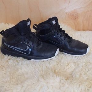 Nike Team Hustle Boys Shoe (Black)